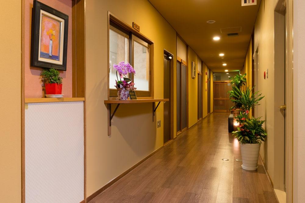 館内イメージ1階廊下
